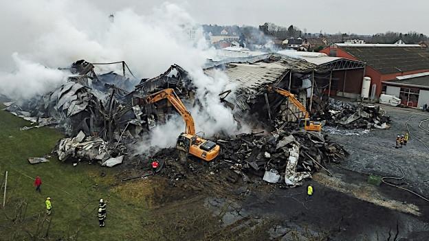 Der Schadenplatz nach einem Grossbrand bei der Tobi Tafelobst AG Egnach im März 20218