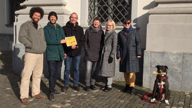 «Schlupfhuus» St. Gallen - Petitionäre reichen Unterschriften ein