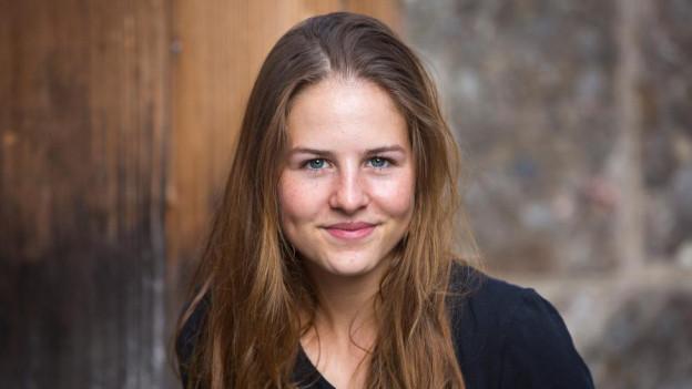Enya Ernst moderiert 10vor10