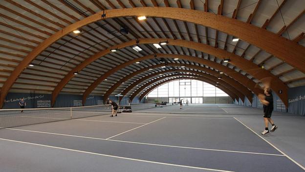 Hier soll in Zukunft nicht mehr Tennis gespielt, sondern geritten werden.