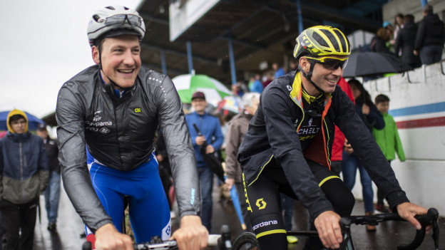 Stefan Küng und Michael Albasini beim Start in Frauenfeld