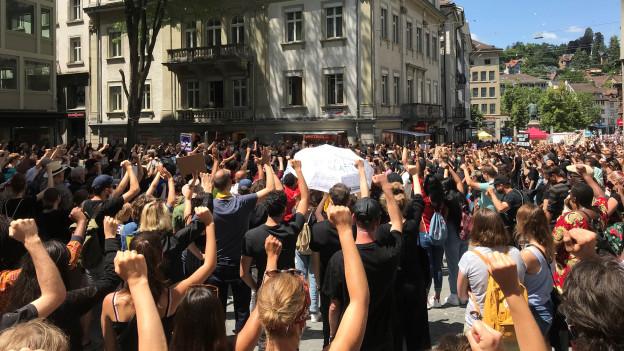 In St. Gallen demonstrierten über 1000 Personen gegen Rassismus.