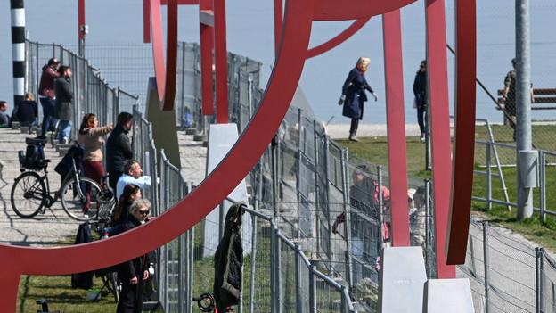 Der Grenzzaun wird neben dem jüdischen Grenzzaun gezeigt