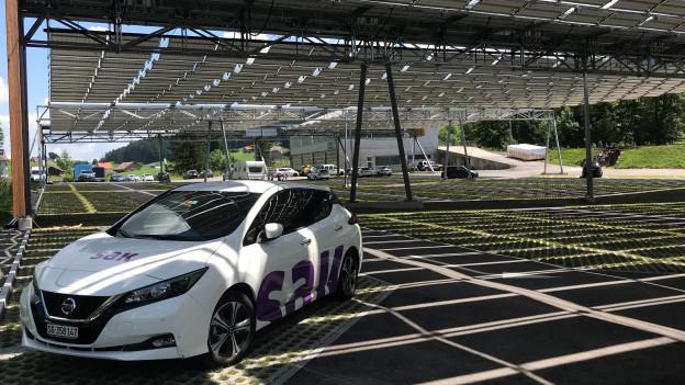 Solardach über einem Parkplatz in Jakobsbad
