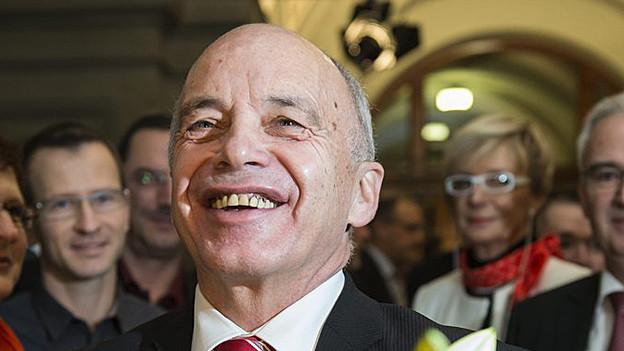 Ueli Maurer freut sich über die Wahl zum Bundespräsidenten.