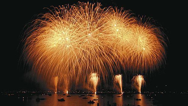 Zieht jährlich gegen 200'000 Schaulistige an: das Zürcher Silvesterfeuerwerk.