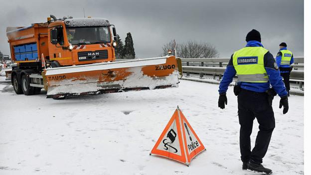 Starke Scheefälle führen zu vielen Unfällen in der Region Zürich.