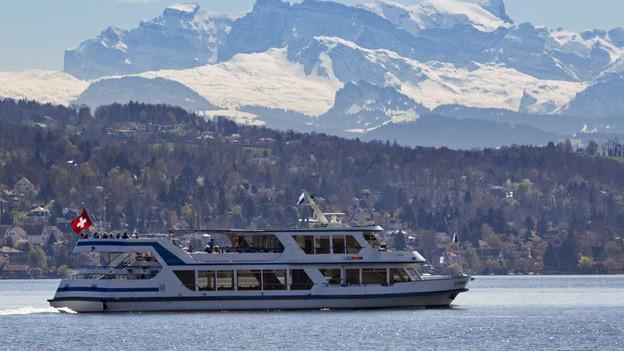 Die MS Uetliberg auf dem Zürichsee unterwegs.