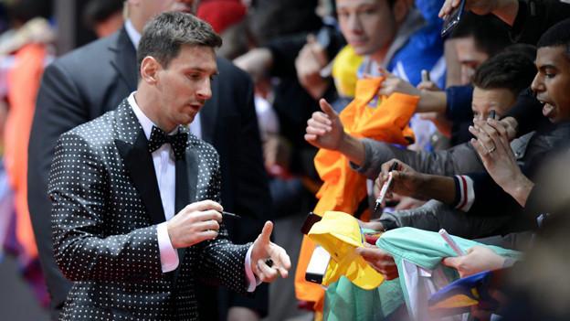 Gar nicht kleinkariert: Lionel Messi auf dem roten Teppich der Fifa-Gala.