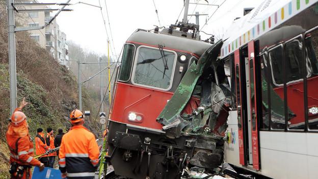 Für die meisten endete der Unfall mit einem grossen Schrecken: die beiden zusammengestossenen Züge am Bahnhof Neuhausen.