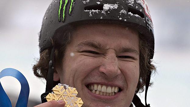 Snowboarder Iouri Podladtchikov mit seiner WM-Goldmedaille