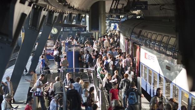 272'000 Personen pendeln jeden Tag über die Zürcher Stadtgrenze. 60 Prozent davon mit dem ÖV.