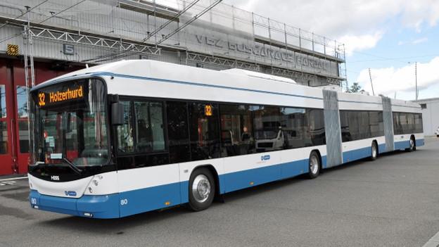 Ein neuer Trolleybus unterwegs in Zürich