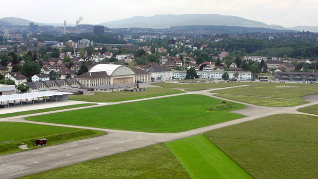 Dübendorf und sein zwiespältiges Verhältnis zu seinem Flugplatz.