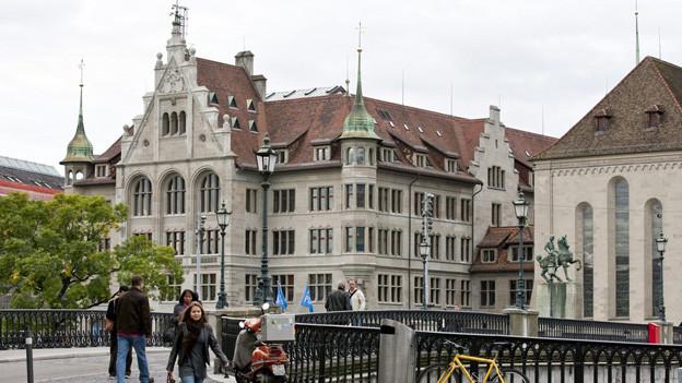 Wer zieht neu ins Zürcher Stadthaus ein? Noch ist kein Nachfolger für Martin Vollenwyder gewählt.