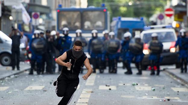 Die Chaoten machen Krawall, die Stadt bezahlt: Polizeieinsatz am ersten Mai.