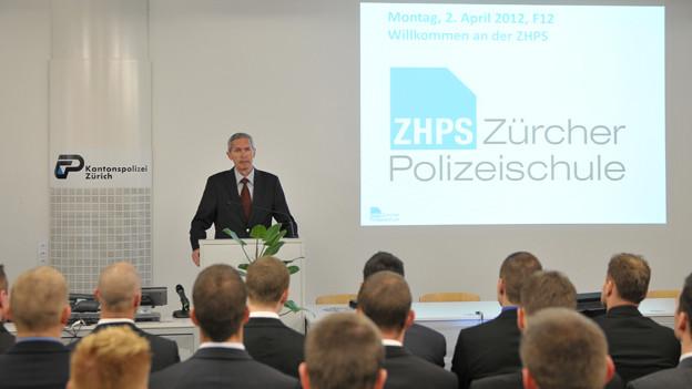 Die ersten Aspiranten der Zürcher Polizeischule sind ausgebildet