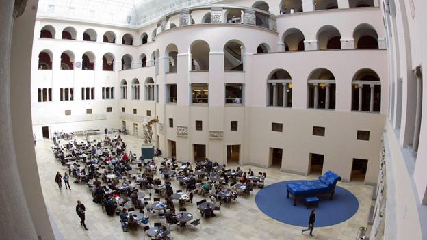 Die Universität Zürich nimmt Doktorarbeiten nochmals unter die Lupe.