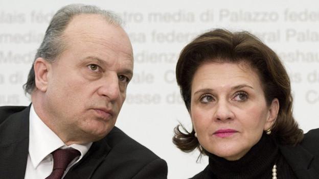 Als Kandidaten im Gespräch: Filippo Leutenegger und Doris Fiala.