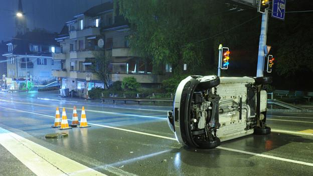 Unglaublicher Unfall wegen Wasserflut in Zürich