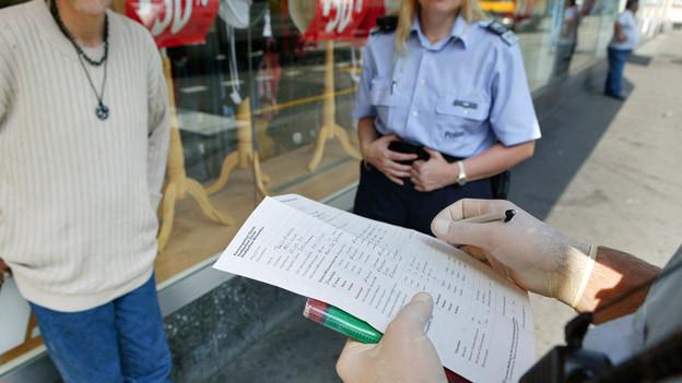 Was steht am Schluss im Polizeirapport? Betroffene sollen mehr Mitspracherecht erhalten.