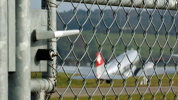 Auf dem Militärflugplatz Dübendorf sind Durchdiener stationiert.