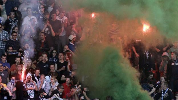 Szenen wie diese am Skandal-Derby zwischen FCZ und GC im Oktober 2011 soll es nicht mehr geben.