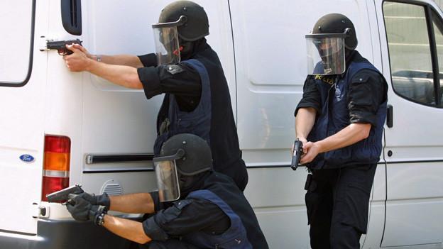 Koordiniert vorgehen: Mit der neuen Software können die Polizisten schnell und sicher Daten austauschen.