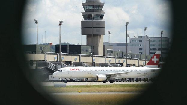 Am Flughafen Zürich hat es laut Preisüberwacher zu wenig Platz für Billig-Flieger.