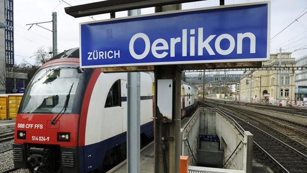 Punkt 12 Uhr fährt der erste Zug auf Gleis 8.