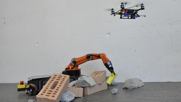 So könnte ein Ernstfall-Einsatz des Roboterduos aussehen.