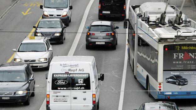 56'000 Fahrzeuge verkehren täglich auf der Rosengartenstrasse in Zürich.