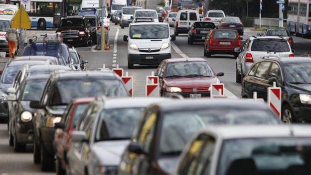 Die Anwohner leiden seit 40 Jahren unter dem Verkehr an der Rosengartenstrasse. Sie fordern jetzt eine Entlastung.