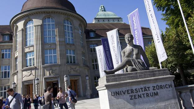 Die Begründung der Universität für die Kündigung der Professorin ist juristisch zweifelhaft.