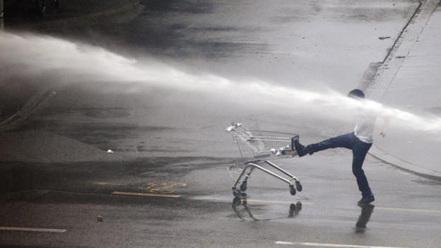 Die FCZ-Hooligans haben sich mit der Polizei eine regelrechte Schlacht geliefert.