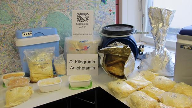 Rekordmenge: Die Stadtpolizei Zürich stellt 72 Kilogramm «Speed» und weitere Drogen sicher.