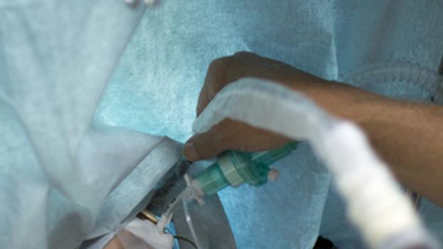 Nach der Anästhesie sind die Übergriffe passiert.