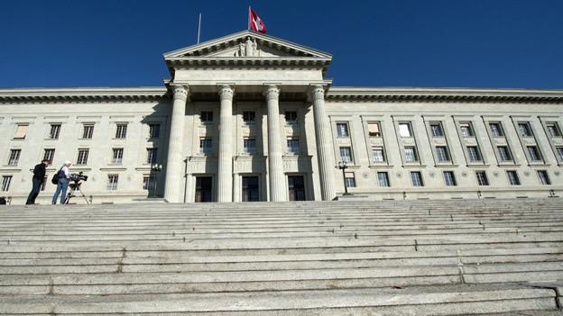 Das Bundesgericht bestätigt Amtsgheimnisverletzung im Fall Ne