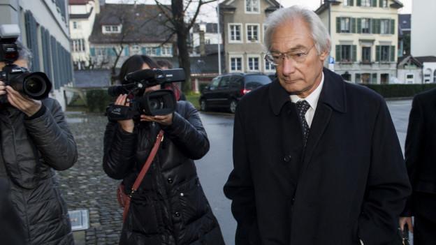 Das Zürcher Obergericht ist Rolf Erb etwas milder gestimmt: 7 Jahre Freiheitsstrafe.