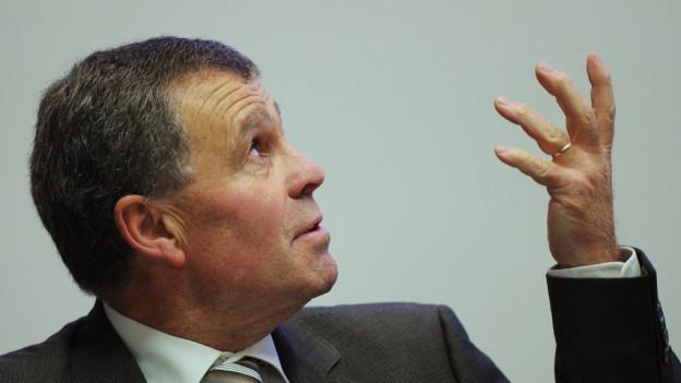 Regierungsrat Ernst Stocker will einen Entscheid von oben nicht akzeptieren.