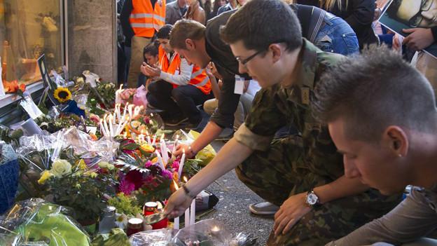 Stilles Gedenken an das Opfer vor dem Kaufleuten (2012).