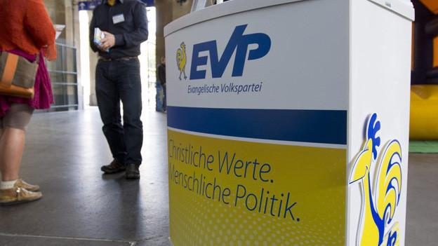 Standaktion der Partei EVP in der Bahnhofhalle