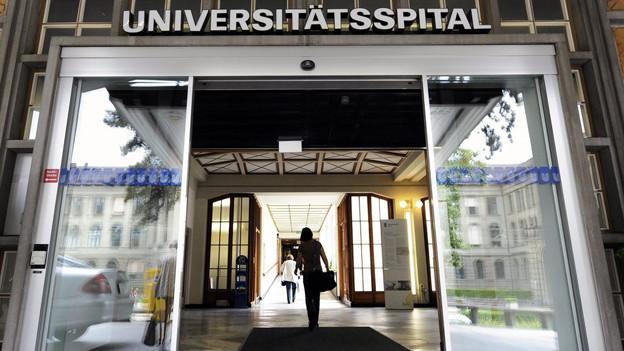 Die Eingangstür des Universitätsspitals Zürich.