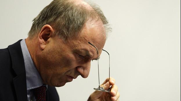Regierungsrat Martin Graf schaut zu Boden