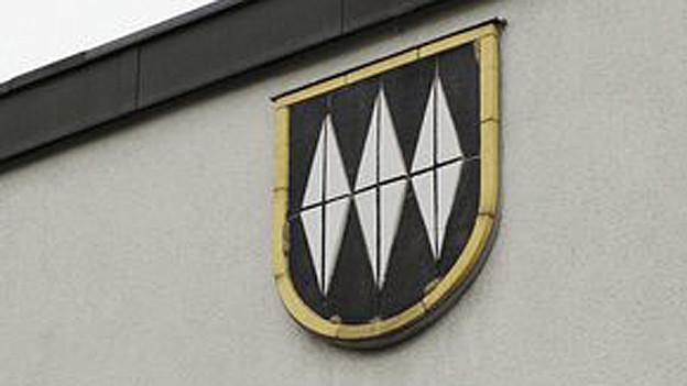 Das Wappen der Gemeinde Bonstetten am Gemeindehaus