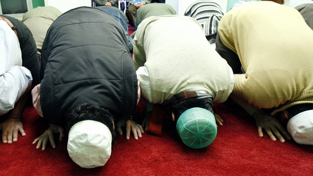 Muslime beim Gebet in einer Moschee in Winterthur.