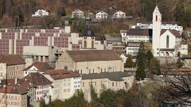 Das Bild zeigt die Kathedrale in Chur und das Priesterseminar.