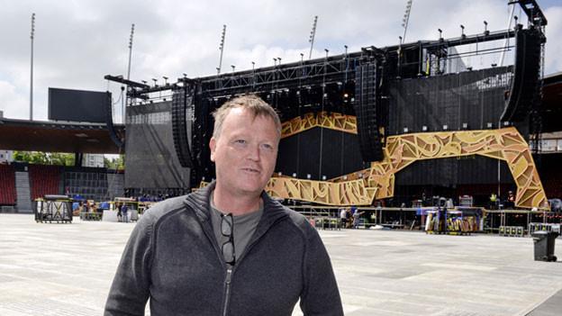 Rolling Stones-Tourmanager Dale Skjerseth überwacht die Aufbauarbeiten im Letzigrun
