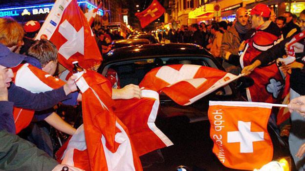 Feiernde Fans an der Zürcher Langstrasse