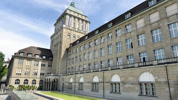 Gebäude der Universität Zürich von aussen
